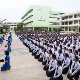 พิธีเข้าประกองกองเนตรนารี และเข้าประจำกลุ่มยุวกาชาด  ประจำปีการศึกษา2560